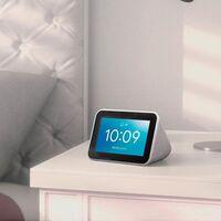 Si te cuesta levantarte tras las vacaciones el Lenovo Smart Clock te puede echar una mano por sólo 49,90 euros en las Rebajas de El Corte Inglés