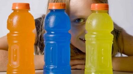 ¿Son las bebidas isotónicas adecuadas para los niños?