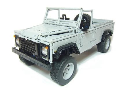 Land Rover Defender hecho con piezas de LEGO