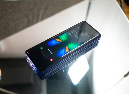 Samsung Galaxy Fold Cerrado 03