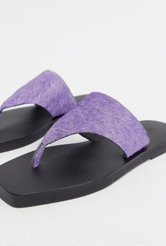 Sandalias planas de cuero en violeta Fae de ASOS DESIGN