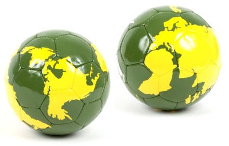 Balón de cuero mapamundi