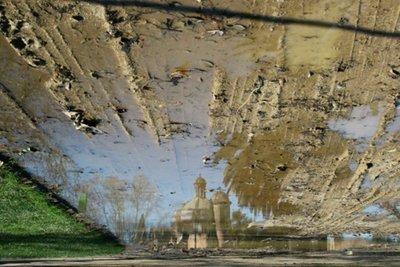 'Fotocharcos': viendo el mundo en el reflejo de los charcos de agua