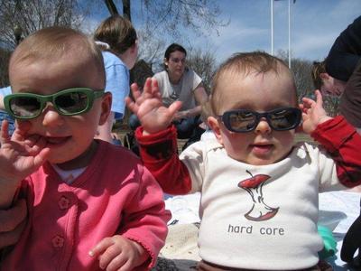 Los bebés deben usar gafas de sol