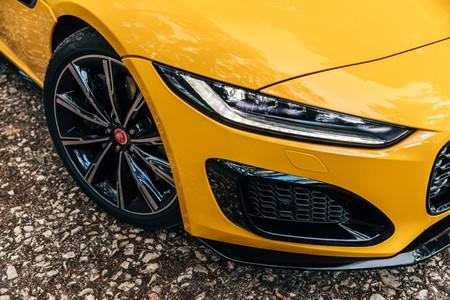 Jaguar F-Type R luces delanteras y llanta