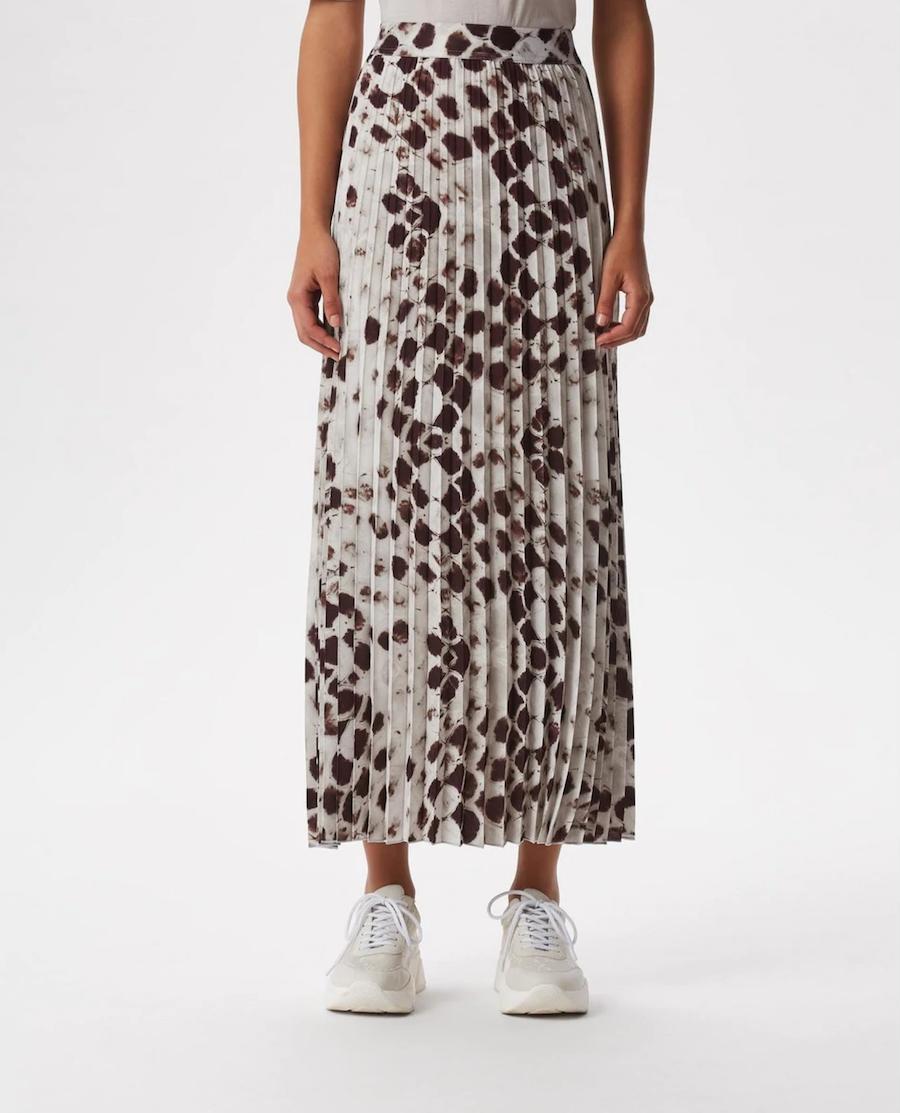 Falda larga plisada con estampado animal print