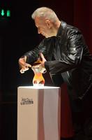 Jean Paul Gaultier recurre a Francis Kurkdjian, para que de una vuelta de tuerca a su Classique Intense
