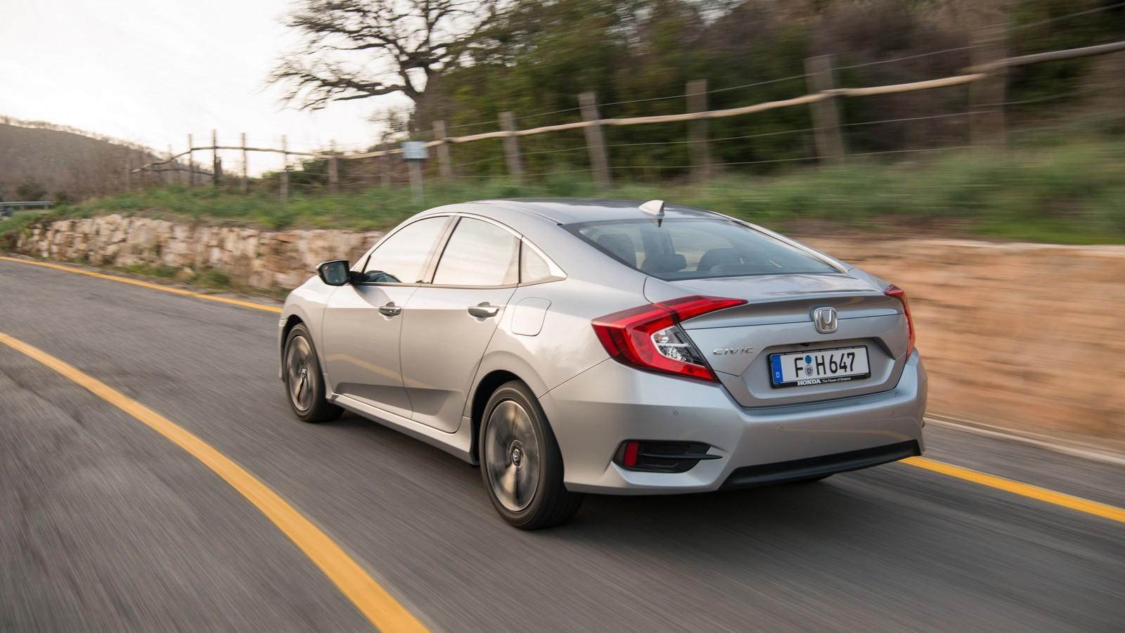 Foto de Honda Civic 4 puertas (34/37)