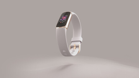 Fitbit Luxe Laydown Hero Lunar White Center
