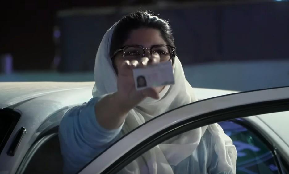 HBO edulcora en 'Autoescuela para mujeres saudíes' las décadas de prohibición de conducir en Arabia