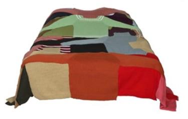 Una colcha hecha con viejos jerseys