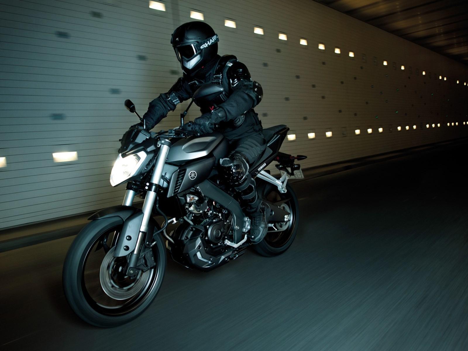Foto de Yamaha MT-125 en acción (14/17)