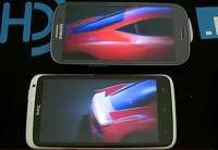 Samsung Galaxy SIII vs. HTC One X: el nuevo abanderado de Samsung se compara en vídeo con alguien de su tamaño