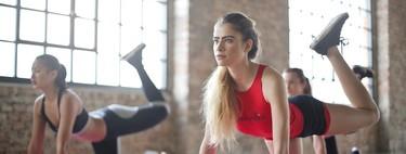 Entrenamiento de fuerza en casa: lo que tienes que saber para montar tu propia rutina sin material