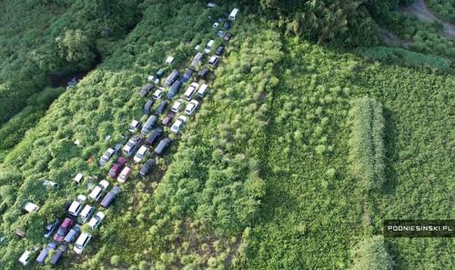 En el paisaje postapocalíptico de Fukushima también quedaron vehículos abandonados