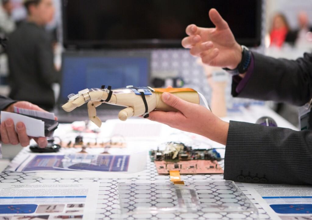 Europa crea la primera regulación sobre Inteligencia Artificial y robots: se prohíbe el reconocimiento facial en zonas públicas, con algunas excepciones