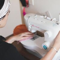 Aprovecha las últimas horas del Prime Day de Amazon y ahorra 30 euros en  tu máquina de coser Singer 2250 Tradition