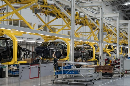 Aston Martin Dbx Produccion 4