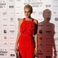Carey Mulligan de rojo espectacular en la red carpet