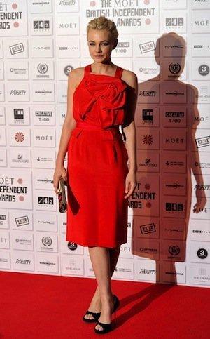 Carey Mulligan de rojo espectacular en la red carpet
