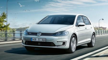 Primer contacto con el renovado Volkswagen e-Golf. El clásico de los compactos ya cree en el futuro eléctrico