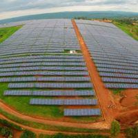 Así es la inmensa granja solar que en sólo un año ya da luz a 15.000 hogares en Ruanda