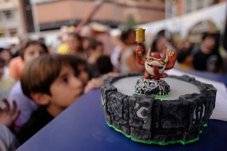 Más de 7.000 niños han pasado por la plaza de Callao de Madrid para ver el Skylander Spyro's Adventure Arena Tour