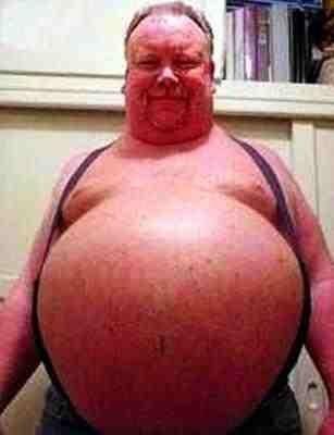 ¿Cuán obesa debería de ser una persona para detener una bala con su barriga?