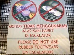 Los Crocs geniales, pero cuidado con las escaleras mecánicas