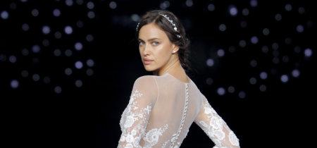 Irina Shayk rompedora en la noche más romántica de Pronovias