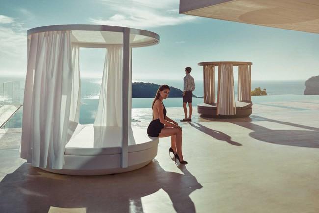 Daybed Vela, una cama de exterior diseñada por Ramón Esteve para Vondom