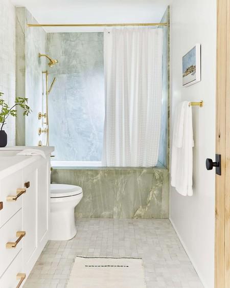 Alerta tendencia; lo último en revestimientos para el baño son los mármoles de colores y el ónix