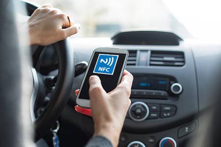 Abrir la puerta del coche con el móvil y arrancarlo será pronto una realidad: la Llave Digital se acerca