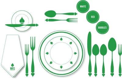 Una ayuda para preparar una mesa para invitados