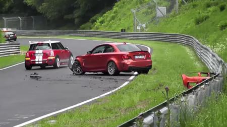 Video: Este BMW 1M Coupé dejó algo más que las llantas en Nürburgring