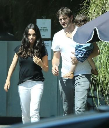 Mila Kunis espera su segundo hijo ¿la veremos esta vez con más looks de embarazada?
