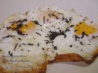Receta de huevos  fritos con virutas de trufa