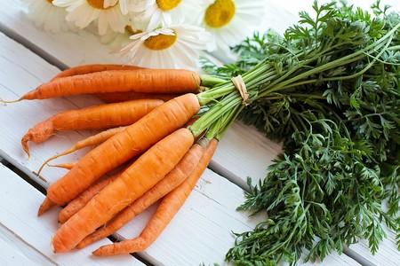 La zanahoria no te hará ver en la oscuridad, pero tiene tantos beneficios como formas de tomarla