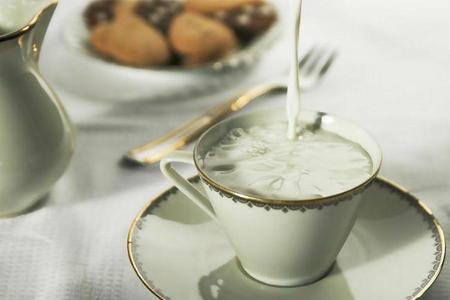 Nuevo estudio reabre el debate sobre la leche: ¿beneficia o perjudica la salud?