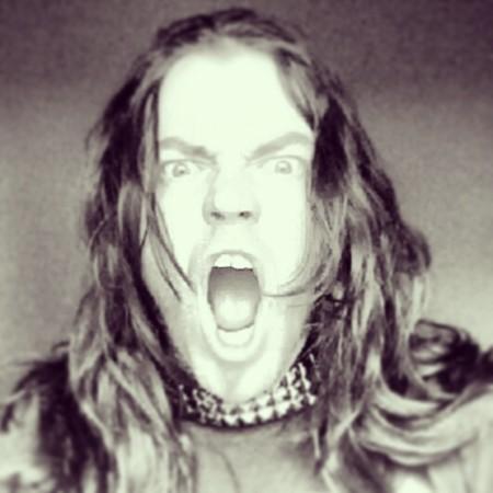 Escuchar música heavy metal no te hace malo sino bueno