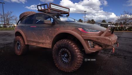 ¿Un Tesla todoterreno? El Model X no se ve nada mal lleno de lodo