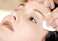 Cómo preparar una leche limpiadora para piel sensible