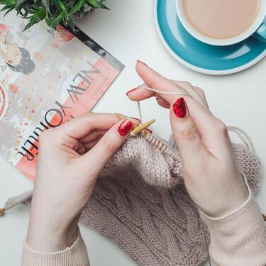 Tejer está más de moda que nunca: así es la primera máquina expendedora de kits de crochet del mercado