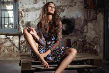 Vestidos de flores bordadas, la tendencia que arrasa esta primavera