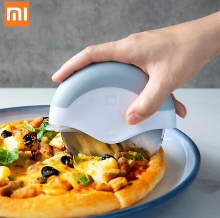 El cortador de pizza de Xiaomi es todo un éxito en AliExpress y hoy lo tienes por menos de 8 euros