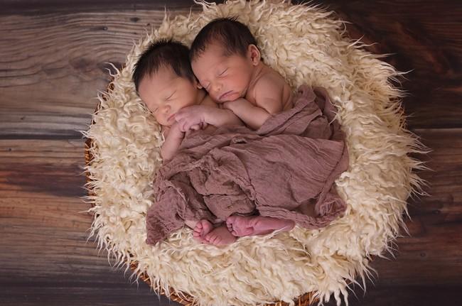 Curiosidades de año nuevo: seis parejas de gemelos que nacieron en años diferentes