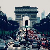 Europa pone límites a los fabricantes, por ahora: para 2030 deberán reducir las emisiones de CO₂ en un 37,5%