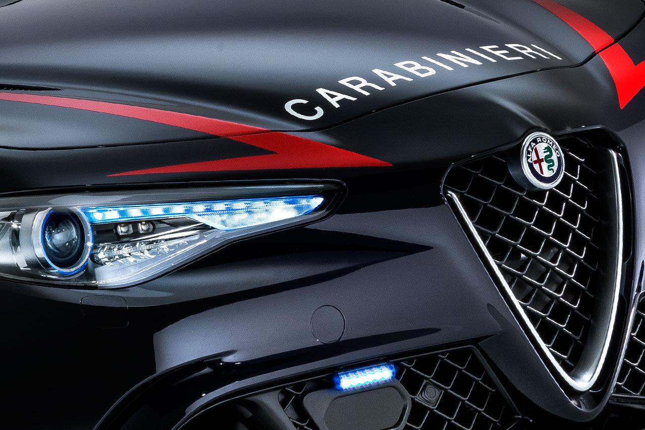 Foto de Alfa Romeo Giulia QV Carabinieri (18/32)