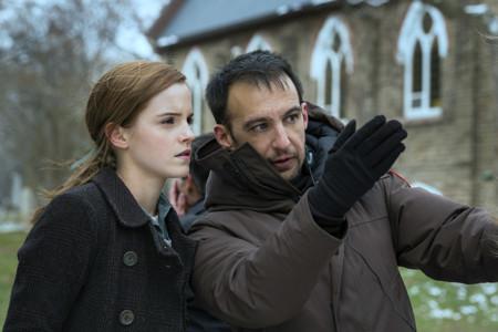Alejandro Amenábar y Emma Watson en el rodaje de Regresión