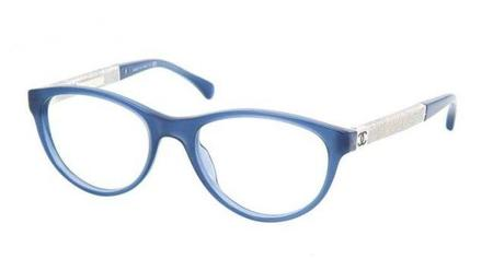 Las gafas para graduar Chanel con montura en acetato azul celeste